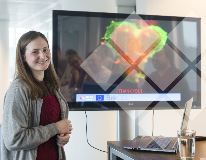 Meanie Krüger - presenting the 'Biogel' project to her LifeTec Group colleagues