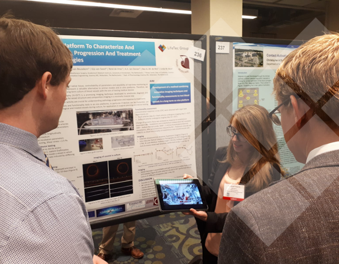 LifeTec Group | ASAIO 2018, Washington | Noemi Vanerio explaining, in front of her poster